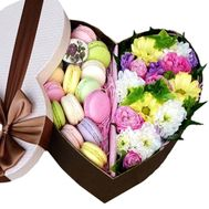 Flowers in a gift box heart with macaroons - flowers and bouquets on roza.kharkov.ua