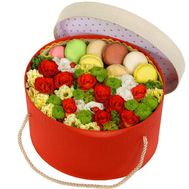 Box with flowers and pasta cakes - flowers and bouquets on roza.kharkov.ua