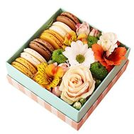 Small box with macaroons - flowers and bouquets on roza.kharkov.ua