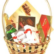 Gift basket for your beloved - flowers and bouquets on roza.kharkov.ua