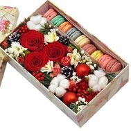 Box with macaroons for the New Year - flowers and bouquets on roza.kharkov.ua