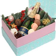 Christmas box with macaroons - flowers and bouquets on roza.kharkov.ua