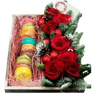 Christmas box with roses and macaroons - flowers and bouquets on roza.kharkov.ua