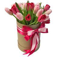 Тюльпаны в коробке на подарок - цветы и букеты на roza.kharkov.ua