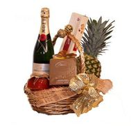 Gift basket for women - flowers and bouquets on roza.kharkov.ua