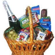 Подарочная корзина продуктов - цветы и букеты на roza.kharkov.ua