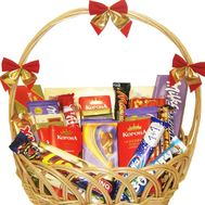Gift chocolate basket - flowers and bouquets on roza.kharkov.ua