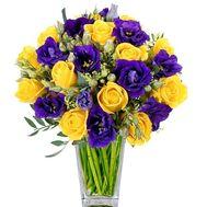 Контрастный букет из желтых роз и фиолетовых эустом - цветы и букеты на roza.kharkov.ua