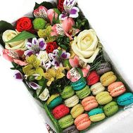 Flowers and macarons in a square box - flowers and bouquets on roza.kharkov.ua
