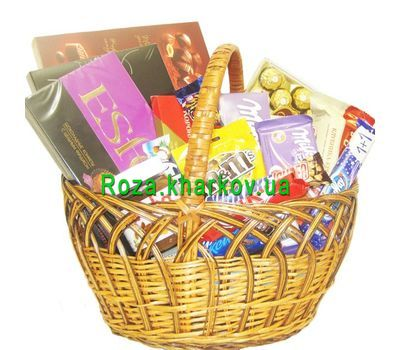 """Basket of sweets"" in the online flower shop roza.kharkov.ua"