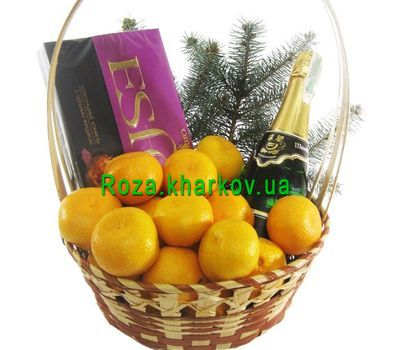 """Gift basket with champagne"" in the online flower shop roza.kharkov.ua"