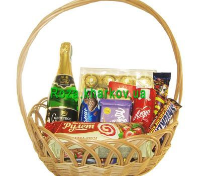 """Gift basket with sweets"" in the online flower shop roza.kharkov.ua"